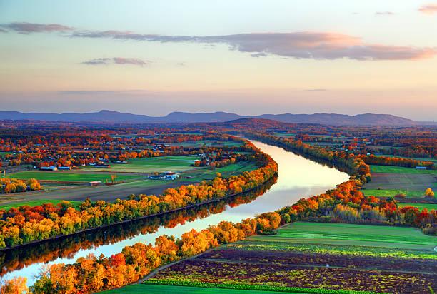 connecticut river in autumn - massachusetts stockfoto's en -beelden