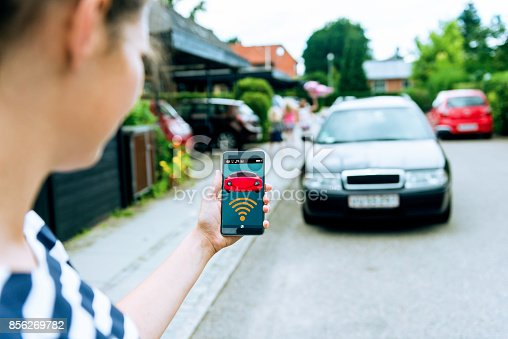 istock Connecting wirelessly to driverless car using app on mobile phone 856269782