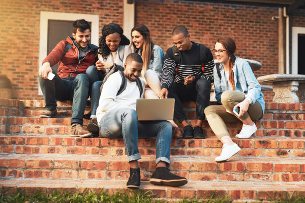 connecting with like minded young go getters - aree esterne della scuola foto e immagini stock