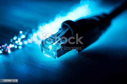 673622922 istock photo Connection - Technologie 1093691528