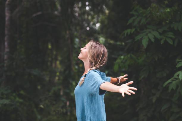 與自然的聯繫 - 幸福 個照片及圖片檔