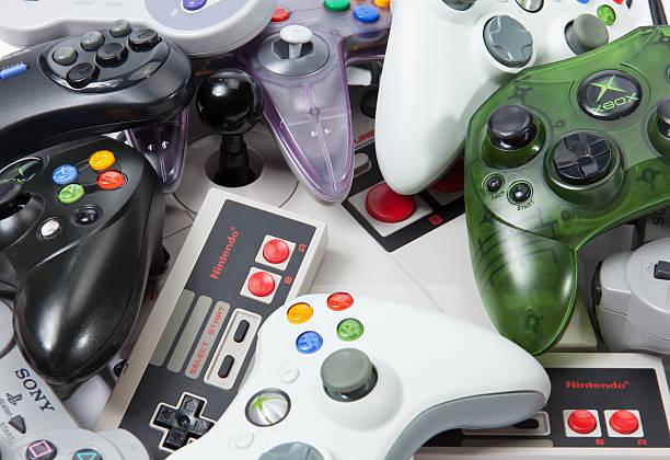 console gaming controllers - playstation stockfoto's en -beelden