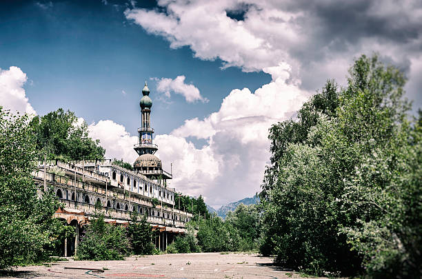 Consonno, ghost town covered by vegetation foto