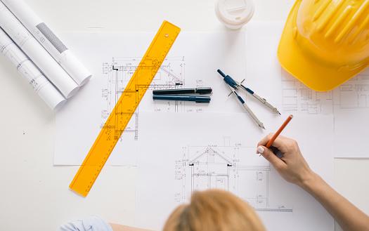 Construction Engineer Drawing Project Foto de stock y más banco de imágenes de Accesorio de cabeza