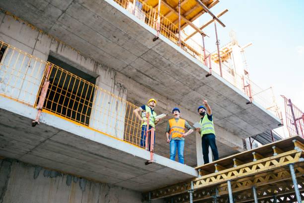 Bauindustrie - neue moderne Wolkenkratzer bauen – Foto