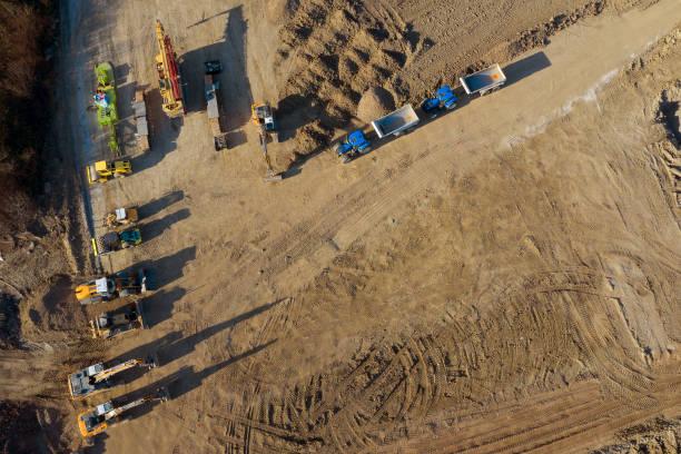 baumaschinen auf der baustelle, luftbild - aerial view soil germany stock-fotos und bilder