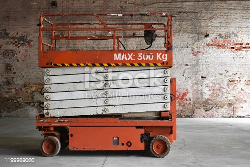 Construction machinery, construction lift platforms