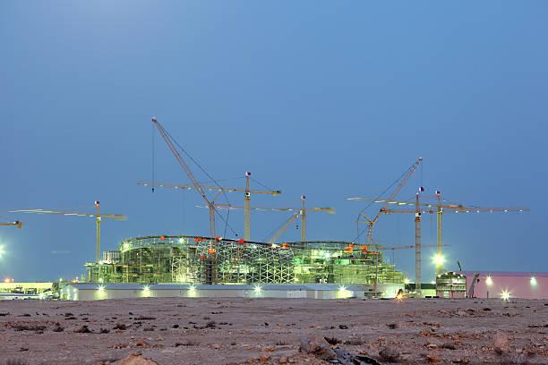 des travaux de construction d'un nouveau stade du qatar - qatar photos et images de collection