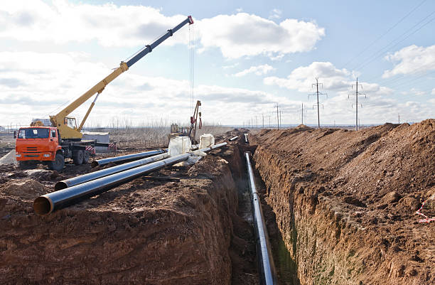 construction of a pipeline in difficult weather conditions - greppel stockfoto's en -beelden