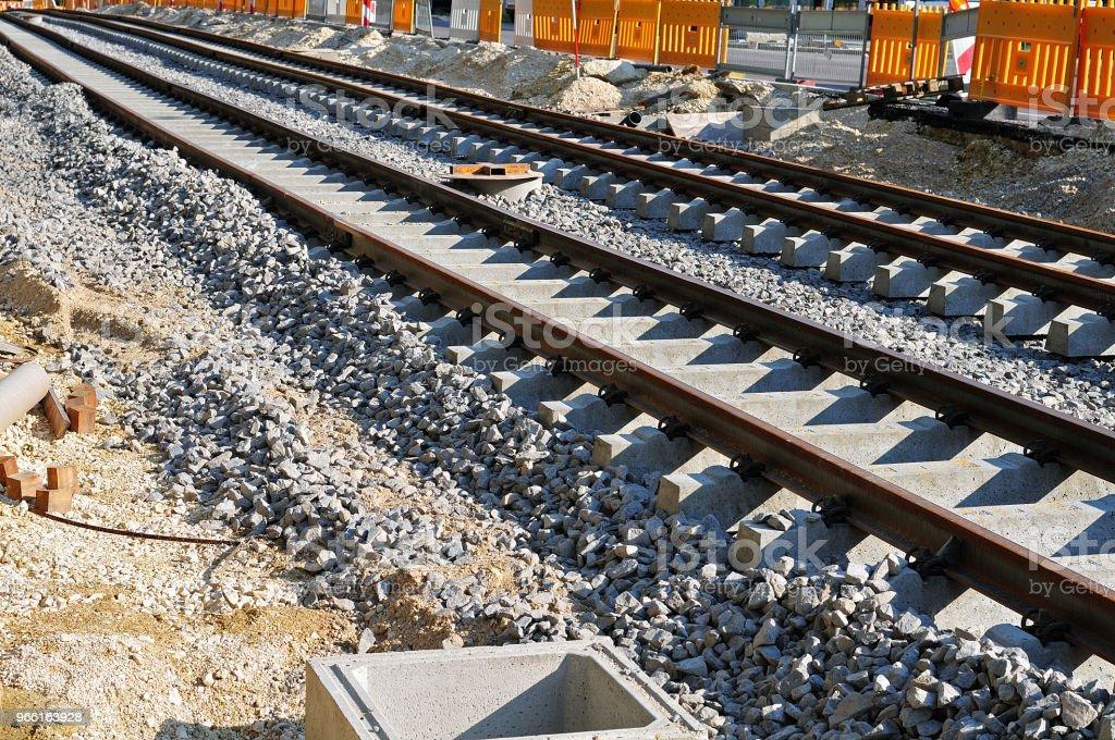 construcción de una línea de tranvía - Foto de stock de Acero libre de derechos