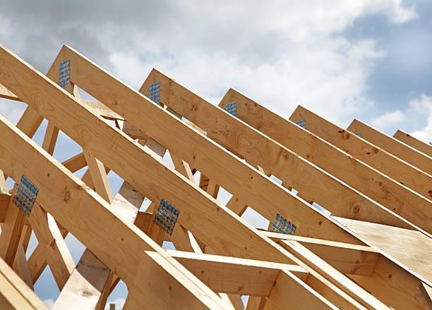 nuovo tetto in legno - intelaiatura foto e immagini stock