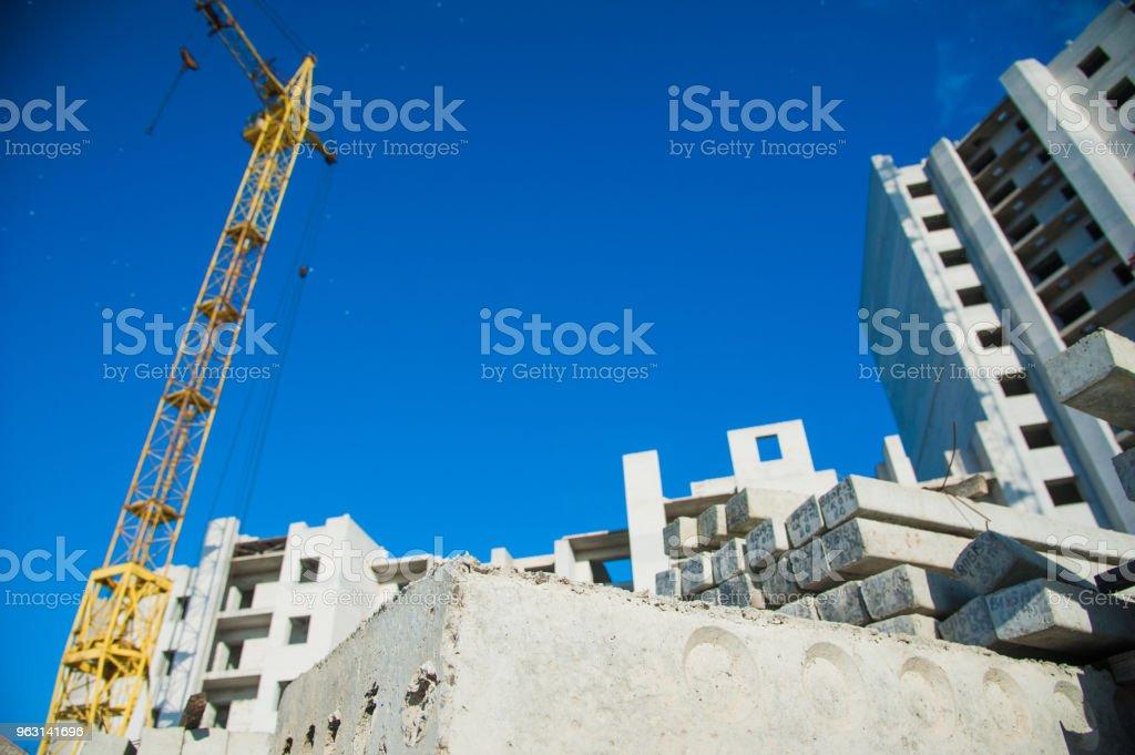 Byggandet av flera våningar bostadshus - Royaltyfri Arkitektur Bildbanksbilder