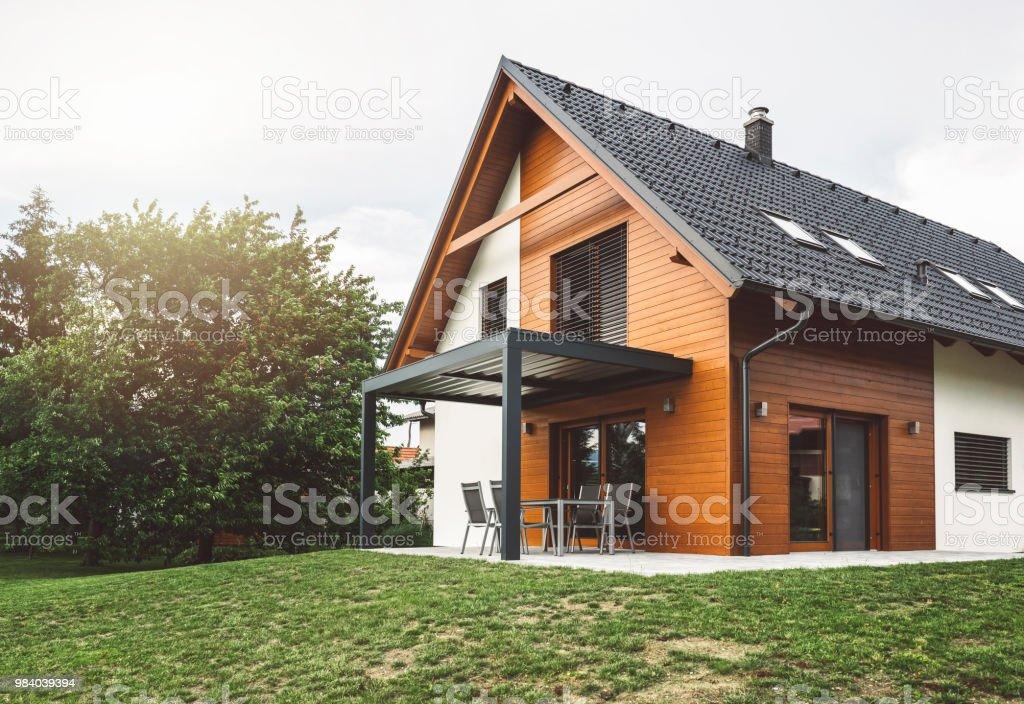 Construcción de una nueva casa suburbana foto de stock libre de derechos