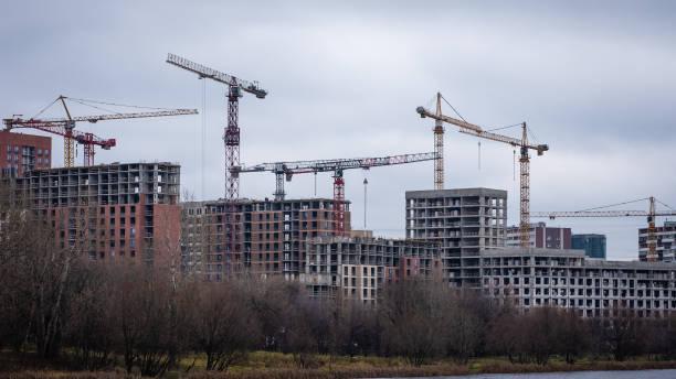 Construção de edifícios residenciais em Moscou - foto de acervo
