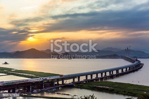 The second Yueqing Bay Bridge at sunset ,Yueqing Bay Bridge linking Yuhuan and Yueqing county,17 km in length.