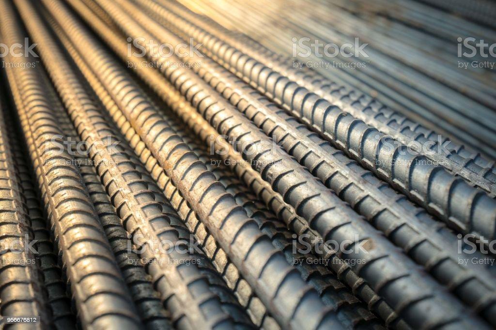 Reforço de trabalho de rebar de aço de construção em conncrete estrutura de edifício - foto de acervo