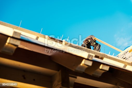 istock Construction roofer 934318840