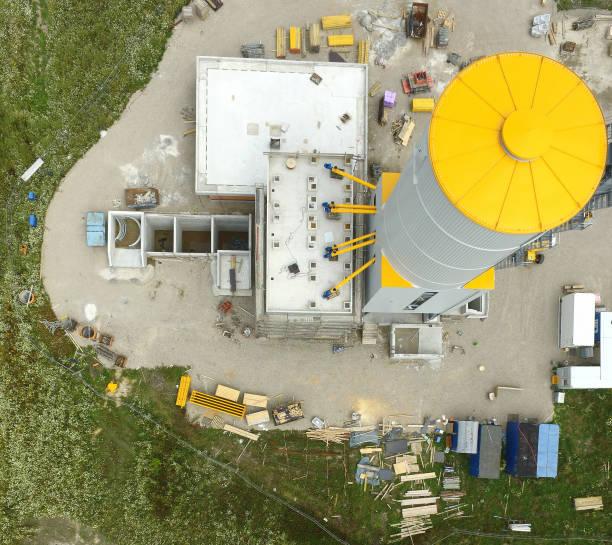 baustelle für eine industrielle anlage zur herstellung von beton, vertikal genommen aus der luft, luft ansicht - aerial view soil germany stock-fotos und bilder
