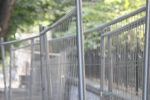 konstruktion webbplats security fence - temporär bildbanksfoton och bilder
