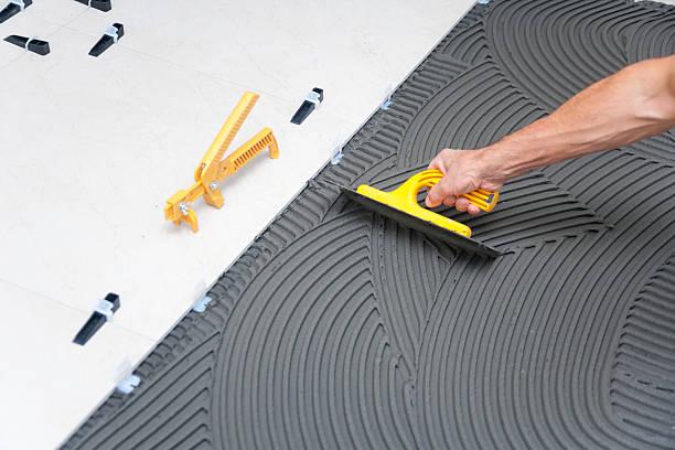 baustelle-fliesenboden - diy beton stock-fotos und bilder