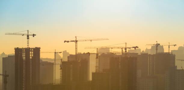 Baustelle mit Kranich  – Foto