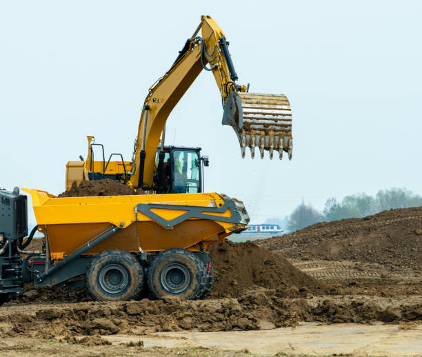 Baustelle mit Bagger und LKW – Foto