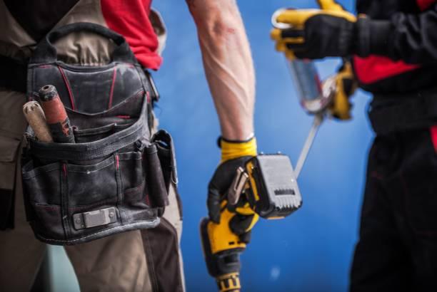 team bouwwerkzaamheden - elektrisch gereedschap stockfoto's en -beelden