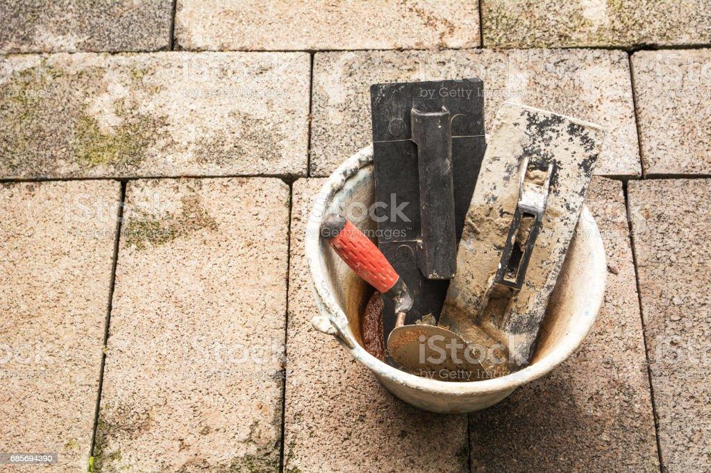 施工工具或用桶磚地上建築設備 免版稅 stock photo