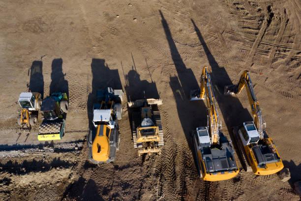 baufahrzeuge auf der baustelle, luftbild - aerial view soil germany stock-fotos und bilder