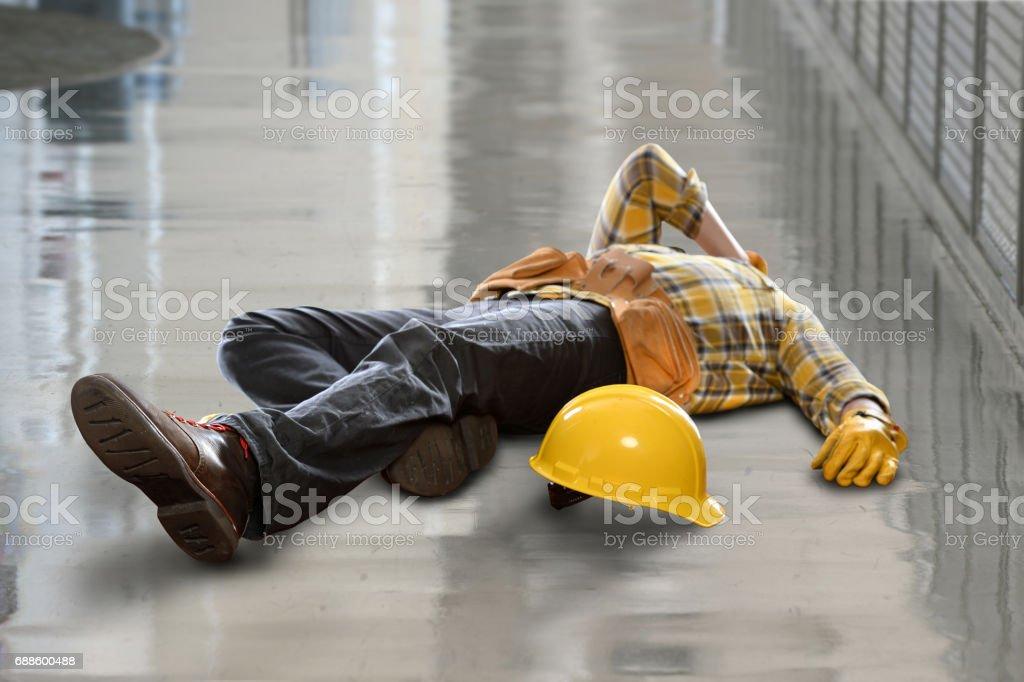 Ouvrier blessé après chute - Photo