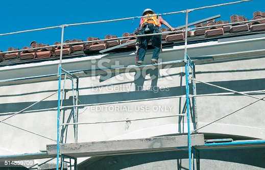 istock Construction worker setting flashing at roof's edge 514859709