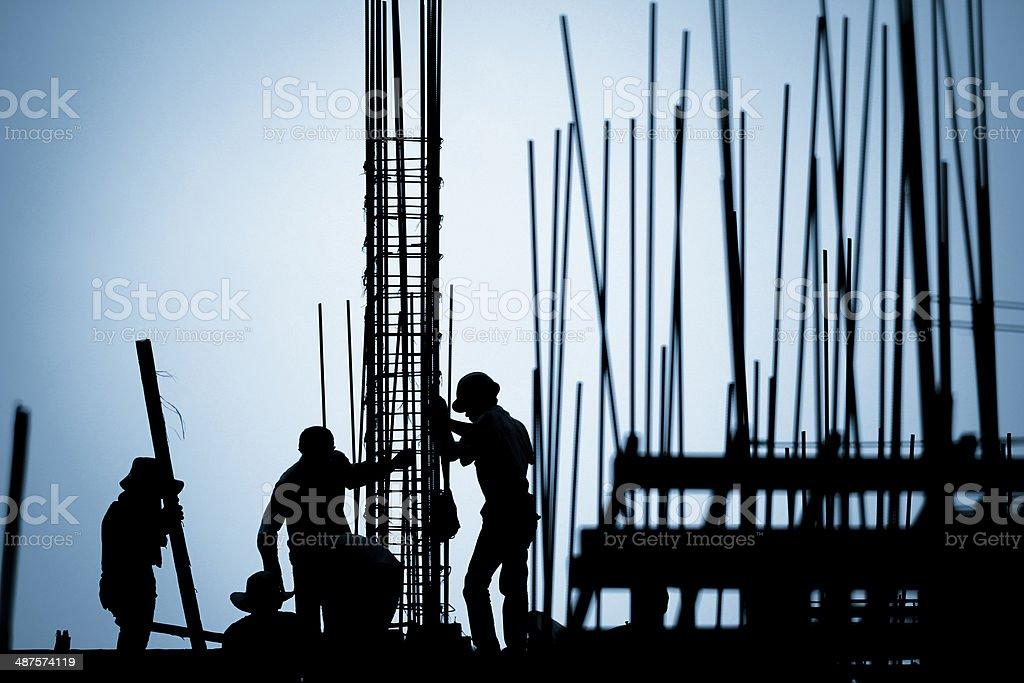 Trabalhador de Construção silhueta no local de trabalho - foto de acervo