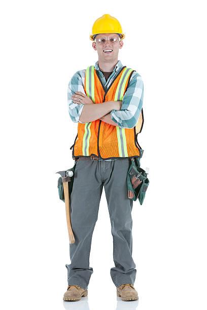 bau arbeiter stehend mit arme verschränkt - legere arbeitskleidung stock-fotos und bilder