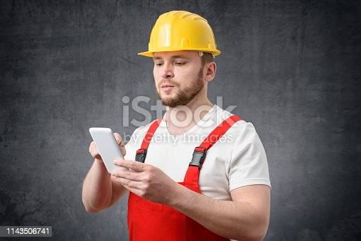 istock Construction worker using smartphone 1143506741