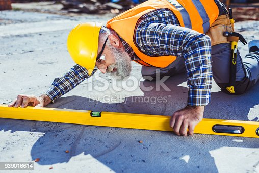 istock Construction worker using spirit level 939016614
