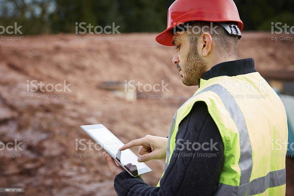 Bau Arbeiter mit tablet PC – Foto