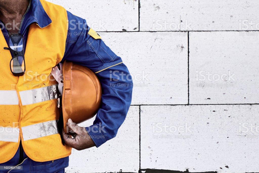 Bauarbeiter-Visibility Sicherheitsweste mit Schutzhelm – Foto