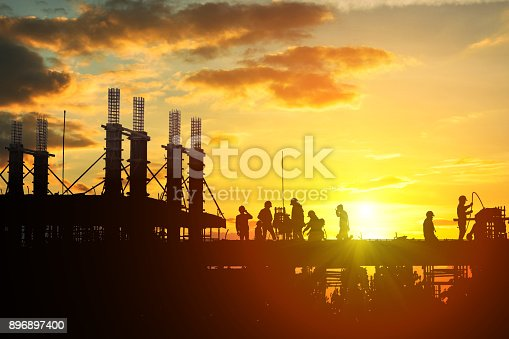 istock Construction worker working on a construction site 896897400