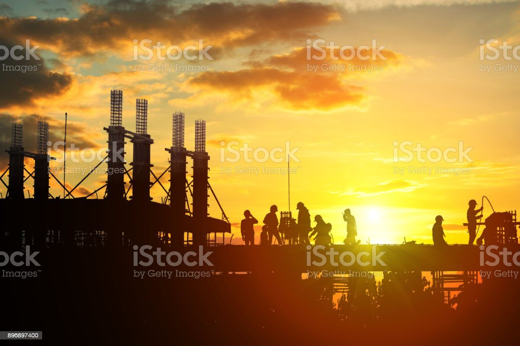 Construction worker working on a construction site - foto stock