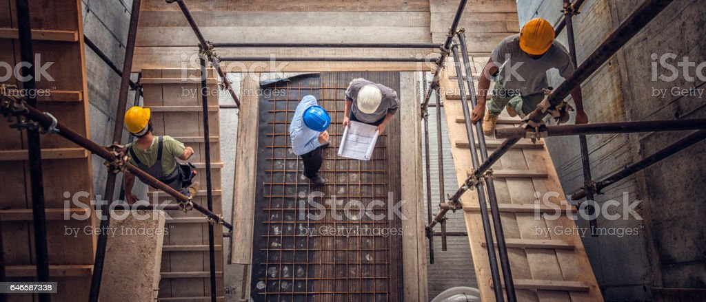 Construction workers and architects viewed from above - foto stock