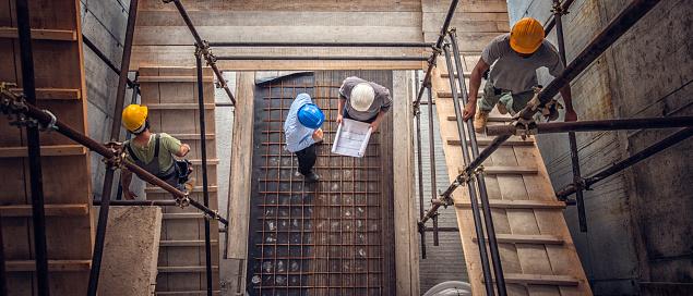 건설 노동자와 건축가 위에서 본 30-39세에 대한 스톡 사진 및 기타 이미지