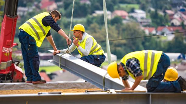 Bauarbeiter auf einem Stahlträger – Foto