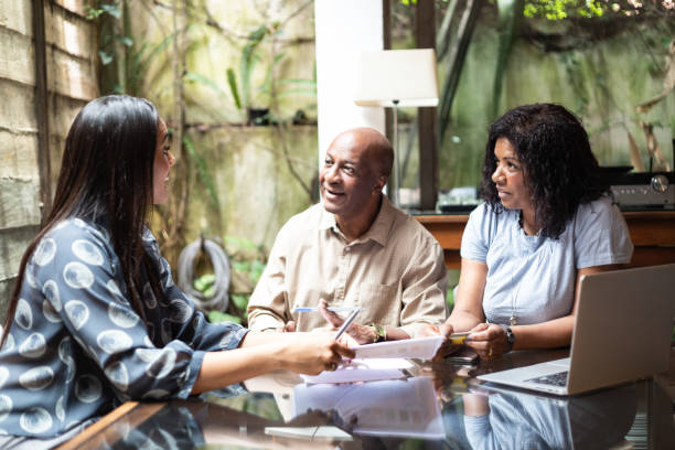 consultant giving advices to the family at home - family gatherings stock pictures, royalty-free photos & images