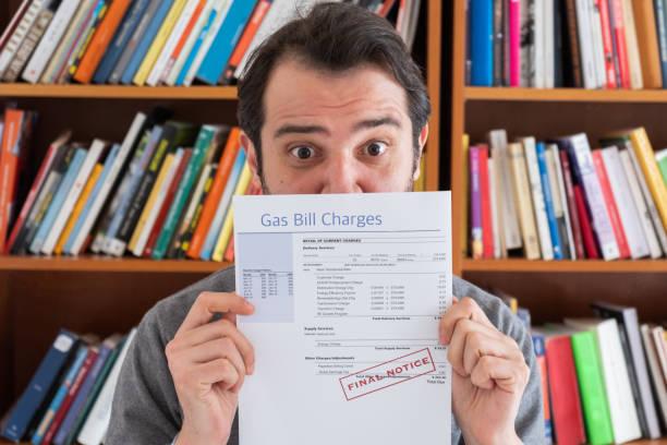 consument getroffen door energie en belasting wetsvoorstel stijgt - snavel stockfoto's en -beelden