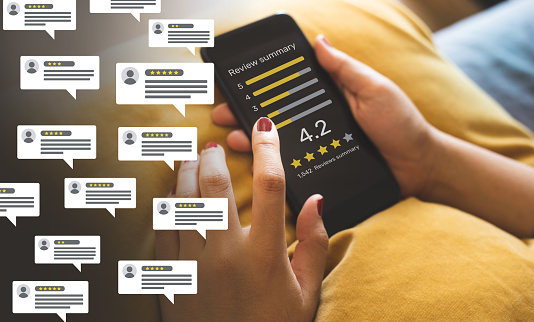 Consumer reviews concepts with bubble people review comments and smartphone. rating or feedback for evaluate.innovation lifestyle