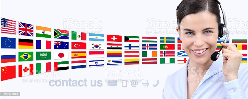 Nous contacter, le client service opérateur femme avec casque souriant - Photo