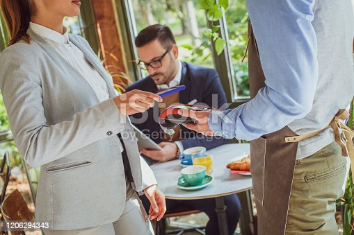 istock Contactless credit card payment 1206294343