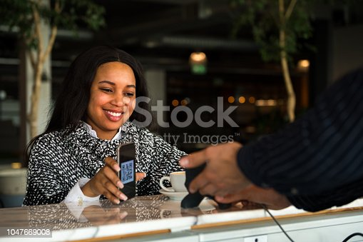 1047669026 istock photo Contactless payment by smart phone 1047669008