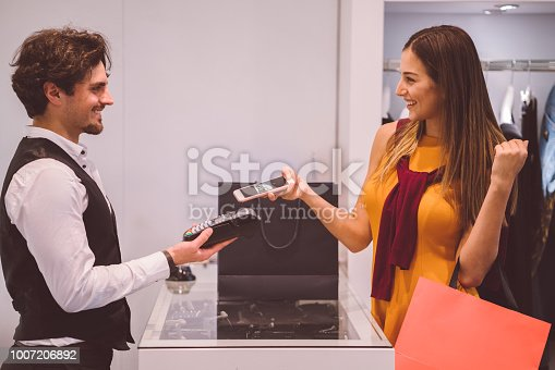 istock Contactless payment in the shop 1007206892