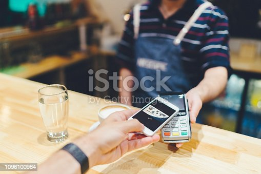 istock Contactless payment 1096100984